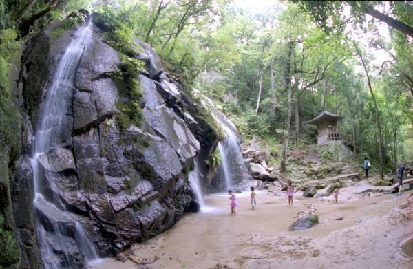Kanabiki Waterfall 1