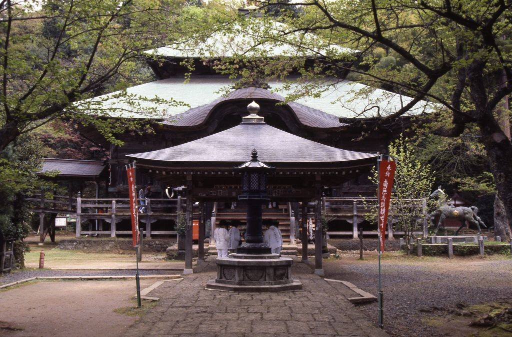 Trip of pilgrimage around the thirty-three holy places in the Kinki district bill place and visiting shrines and temples