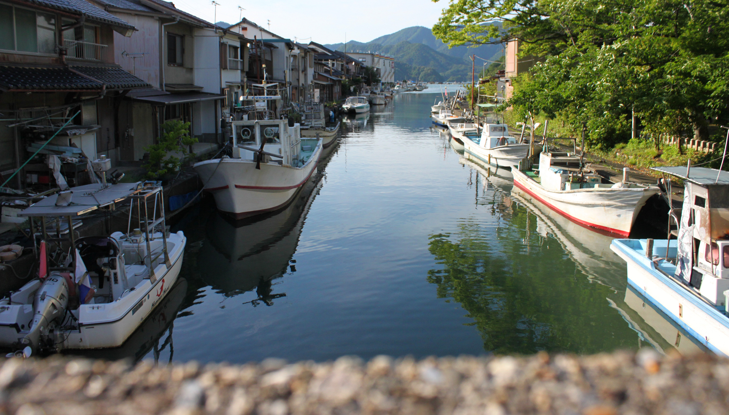 Castle town walk & sea foods ruining by extravagance in food rent-a-bicycle course of Maizuru