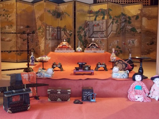 Wait for the Doll's Festival and Chirimen Kaido in quest of mansion of weaver, business magnate; trip of walk