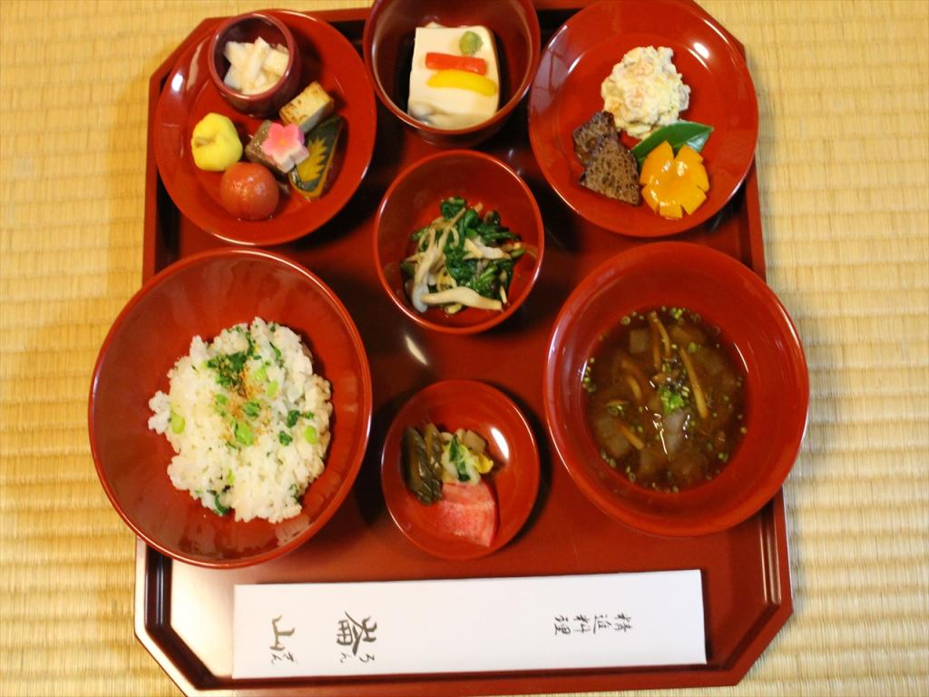 [Kyoto, Zen meditation] We regain quality of oneself. Buddhist cuisine and posture of contemplation experience (kokumo course, ten articles)