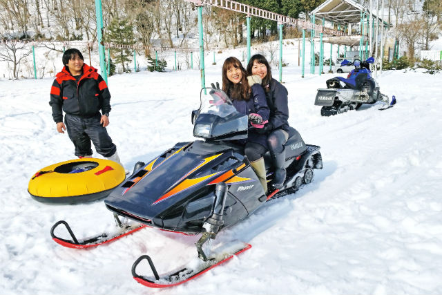Snowmobile which feels luxurious magnificent scenery only in winter