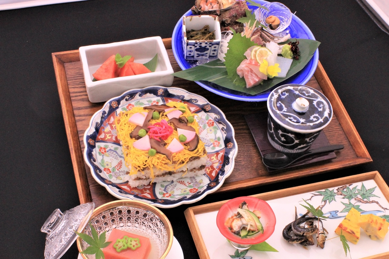 Obtain Japanese food, sushi; pine