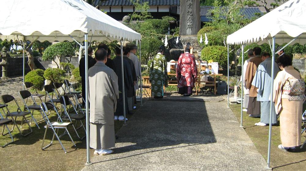 Orimono Shiso-sai (festival for the founders of textile fabrics) Konjiki Sanshi Shinsai (a festival to pay respect to silkworms, silk threads and silk fabrics)